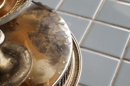¿ Cómo se pueden restaurar las antigüedades de metal ?
