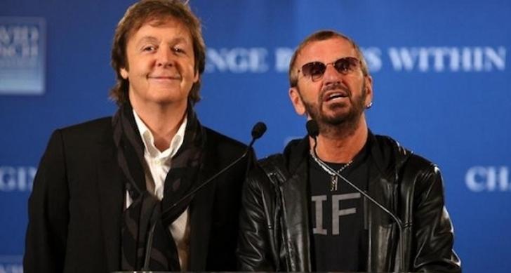 Los premios Grammy juntaron a dos leyendas: Paul McCartney y Ringo Starr tocaron juntos