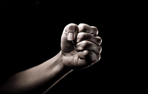 Cómo actuar ante la violencia de género. Detectar a una pareja violenta desde el principio