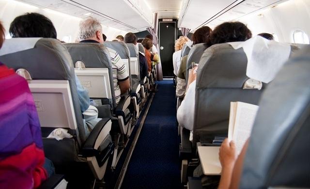 Cinco cosas terribles que pueden ocurrirte mientras viajas en avión