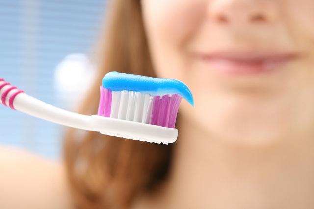 Usar pasta dental