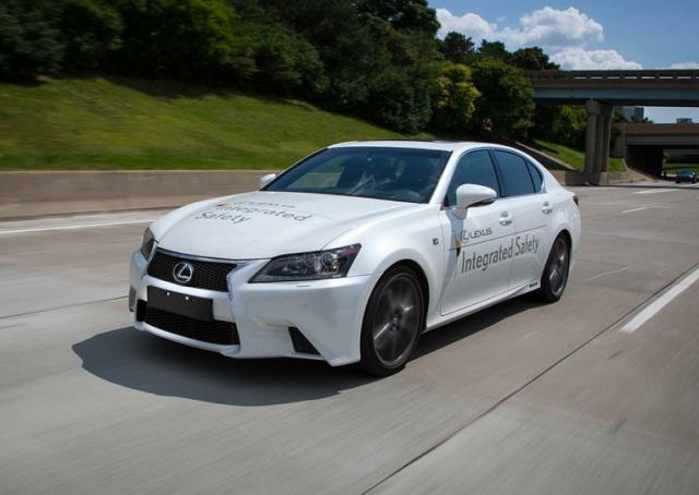 Toyota también incusiona en un modelo de auto que conduce solo