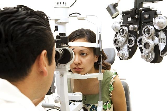estudiar-optica-contactologia-online