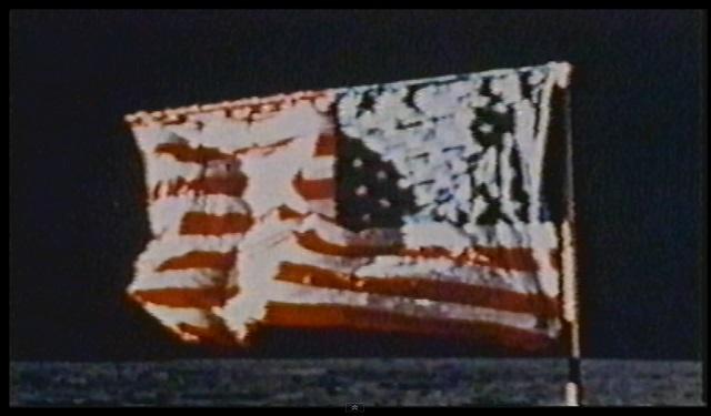 Sabemos que la parte superior de la bandera esconde una varilla