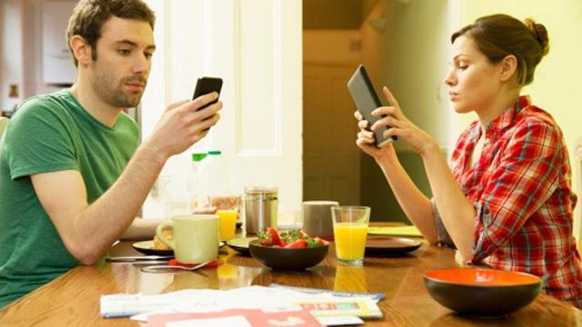 pareja celulares