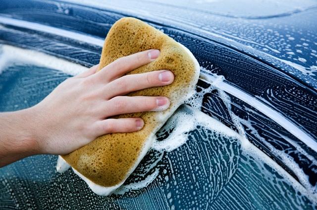consejos para gastar menos agua lavando el auto