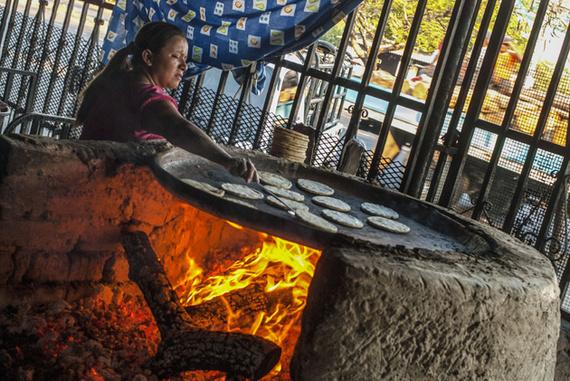Los hondureños las doblan al estilo de las quesadillas mexicanas