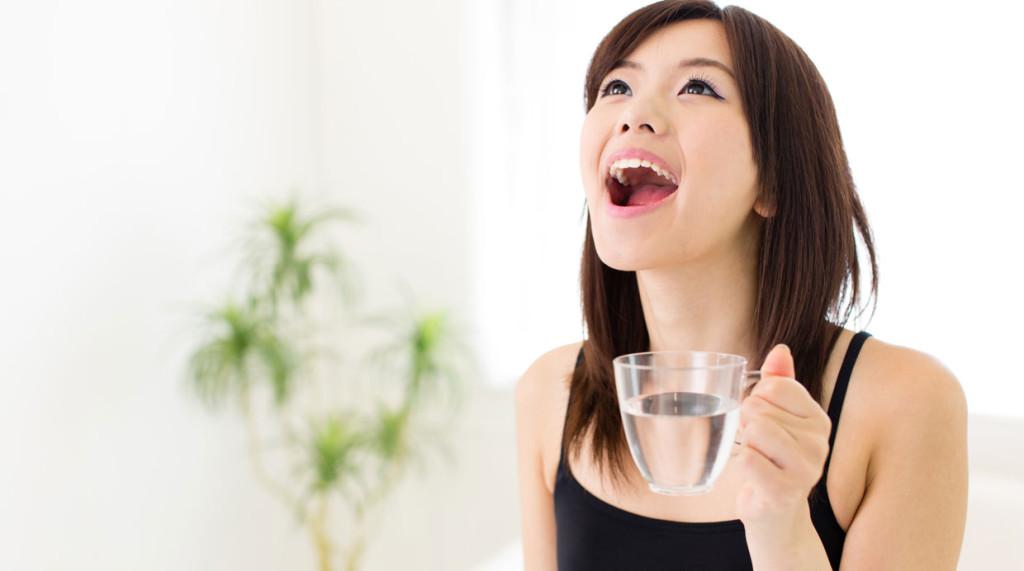 #4. Hacer gárgaras de agua con sal