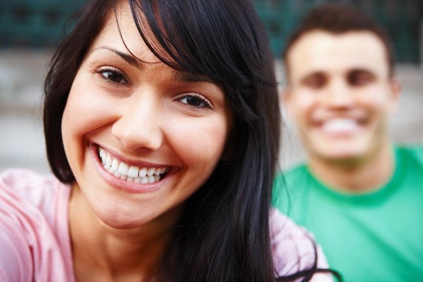 Por qué es bueno reírte con tu pareja