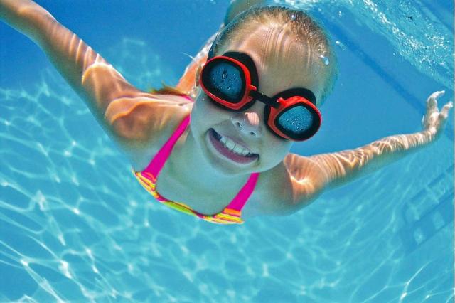 riesgos salud nadar piscinas