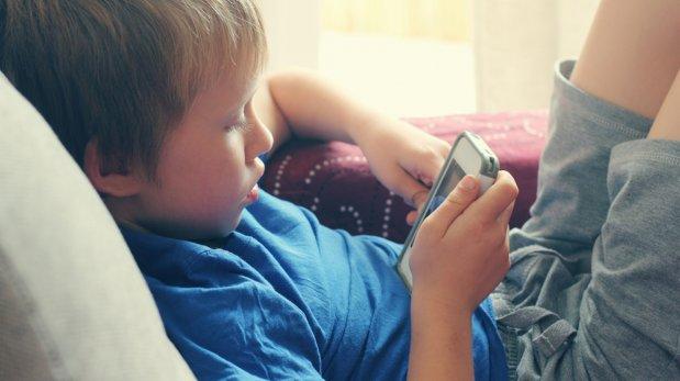 Cinco razones para no regalar un smartphone a tus niños