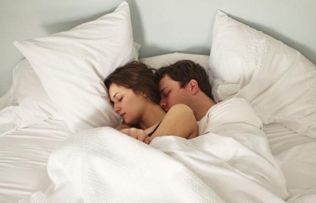 dormir sin ropa desnudo