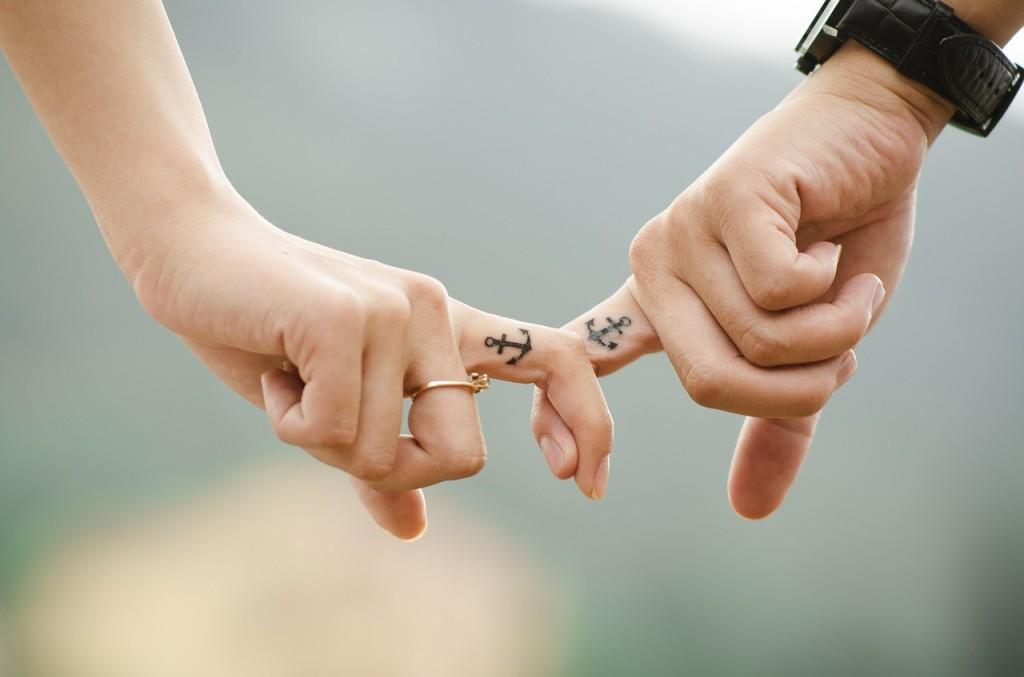 3. Caminar juntos y de la mano