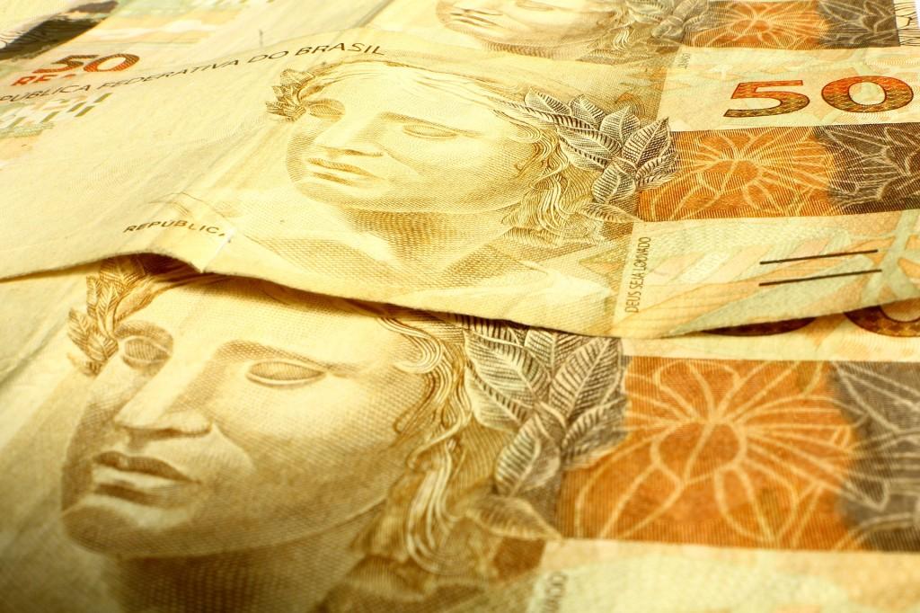 3. Obtiene moneda local a través del cajero automático