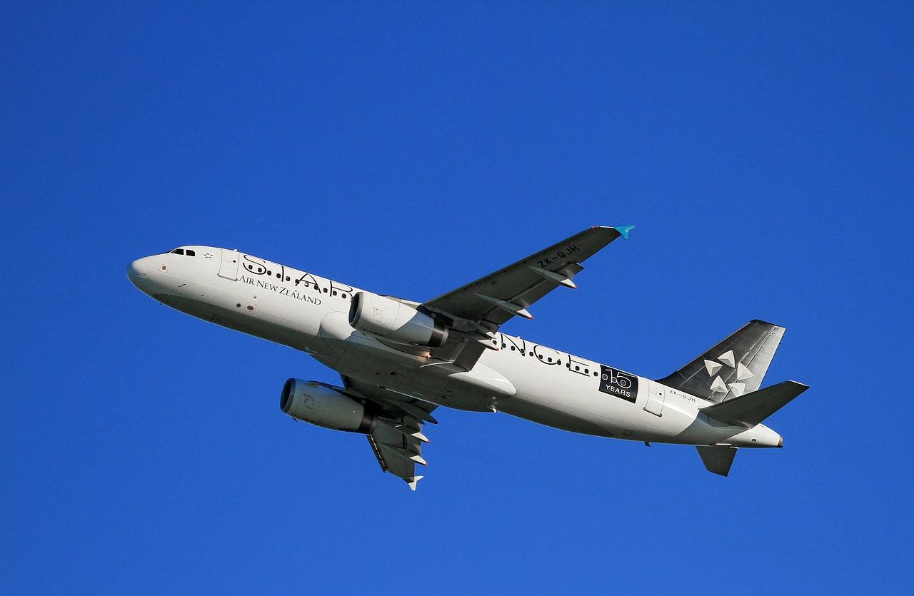 Cómo conseguir pasajes de avión baratos