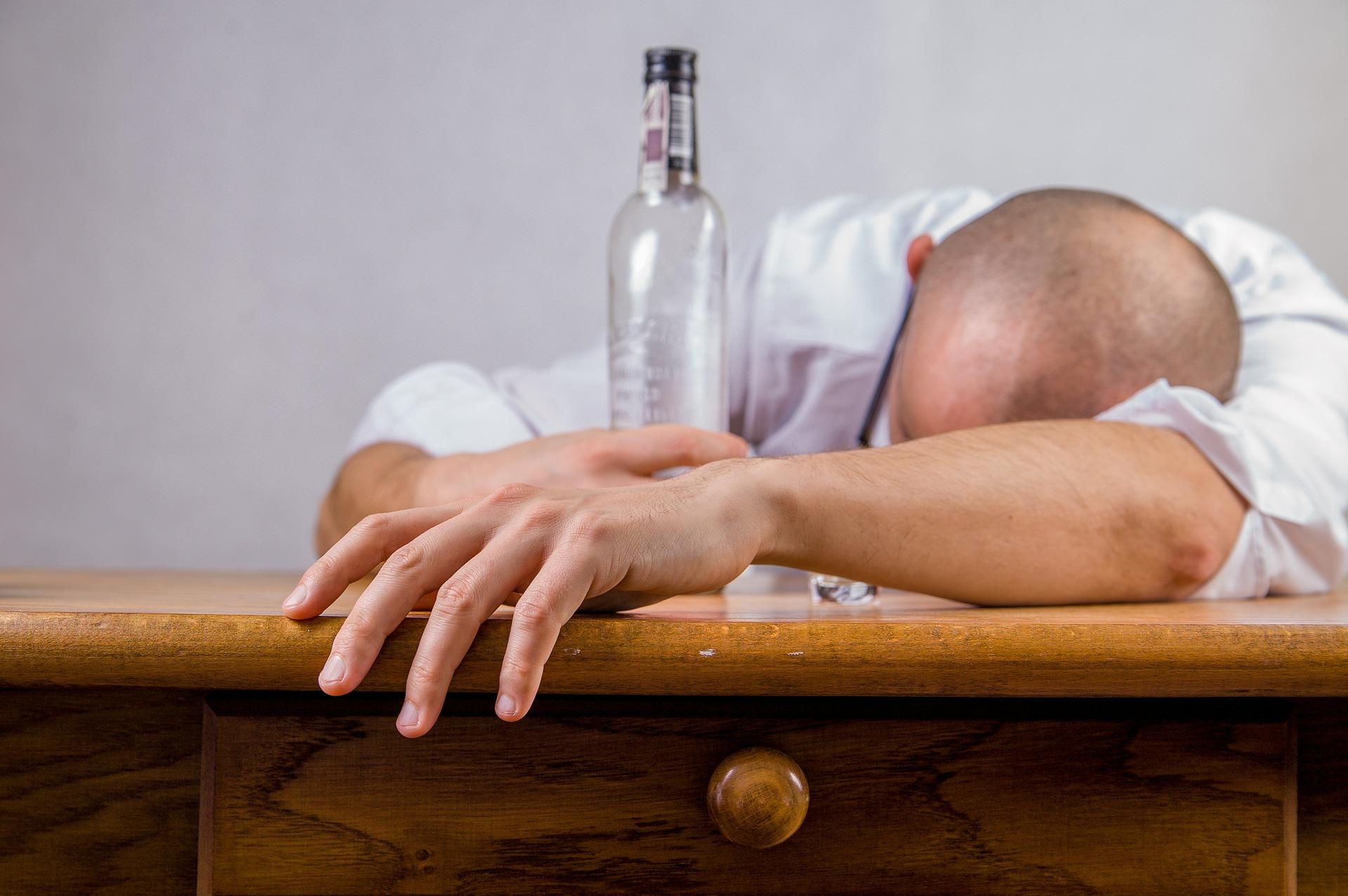 Cómo saber si las salidas nocturnas se han convertido en un problema para tu salud