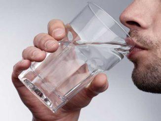 Por qué es importante tomar agua
