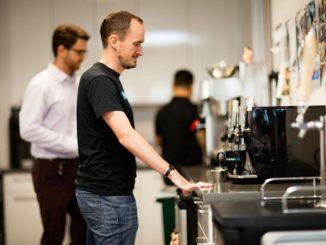 ¿ Qué significa que la máquina del café está en erogación ?
